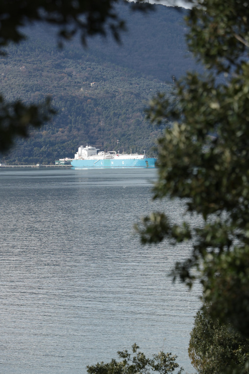 LNG carrier for the transport of liquid methane gas docked in a regasification plant in La Spezia. - MyVideoimage.com