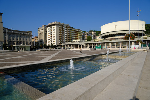 La Spezia Italy. Cathedral and fountain of piazza Europa. Stock photos. - MyVideoimage.com | Foto stock & Video footage