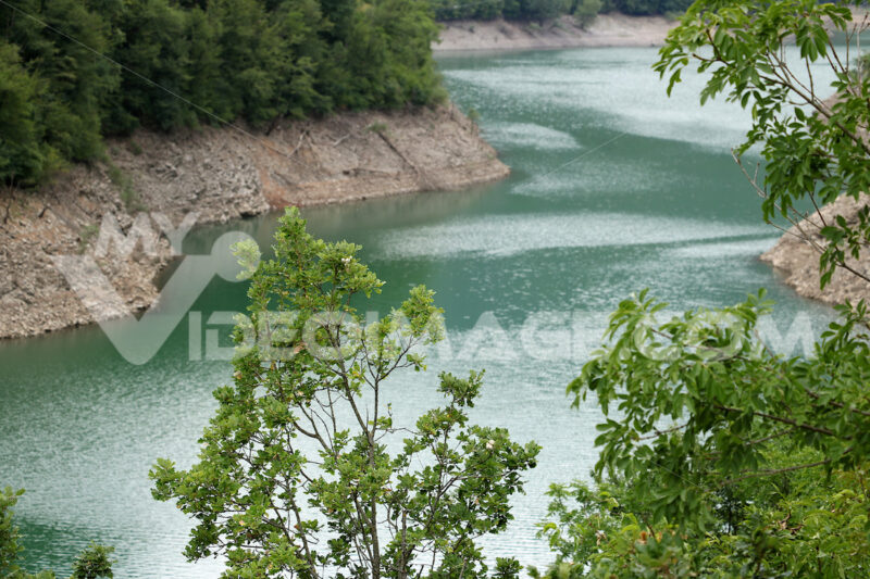 Lake created by artificial dam.  Vagli, Garfagnana, Lucca, Tuscany. Italy. - MyVideoimage.com | Foto stock & Video footage