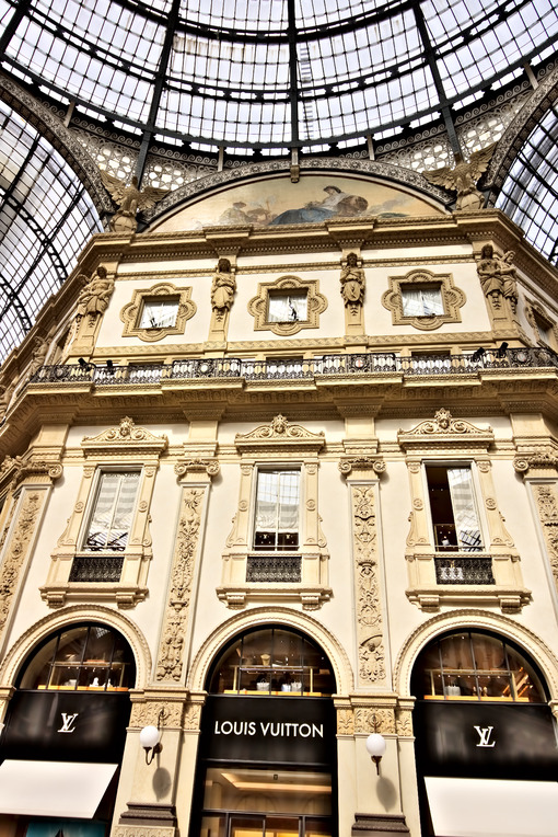 Louis Vuitton shop at the Galleria Vittorio Emanuele II in Milan. - MyVideoimage.com