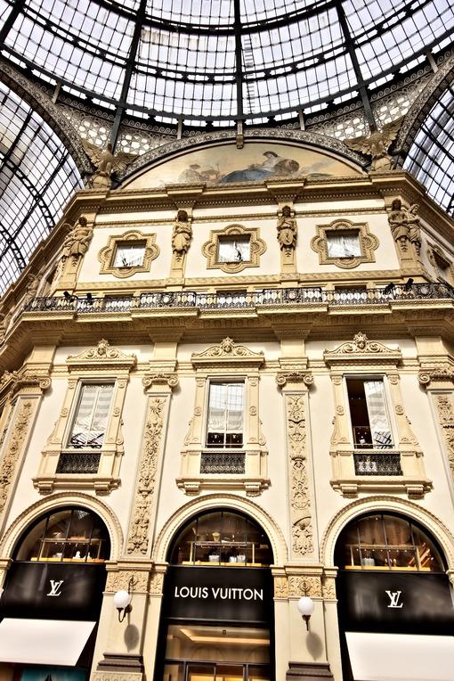 Louis Vuitton shop at the Galleria Vittorio Emanuele II in Milan. - MyVideoimage.com