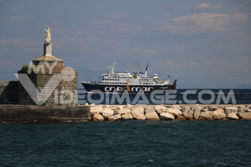 Madonna statue. Port of the island of Procida with a ferry and a statue of the M - MyVideoimage.com | Foto stock & Video footage
