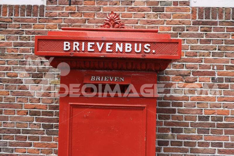 Mail box. Mailbox of red color against the background of red brick wall. - MyVideoimage.com | Foto stock & Video footage