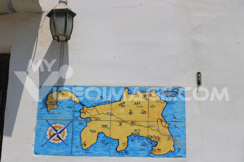 Map painted. Map of the Island of Procida painted on the facade of a house. A - MyVideoimage.com | Foto stock & Video footage