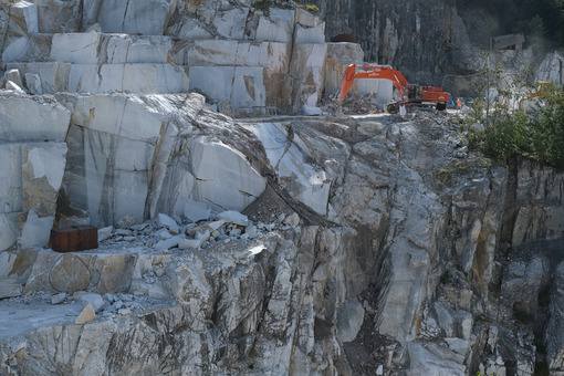 Marble excavation. Marble excavation on the Apuan Alps in Tuscany. Stock photos. - MyVideoimage.com | Foto stock & Video footage