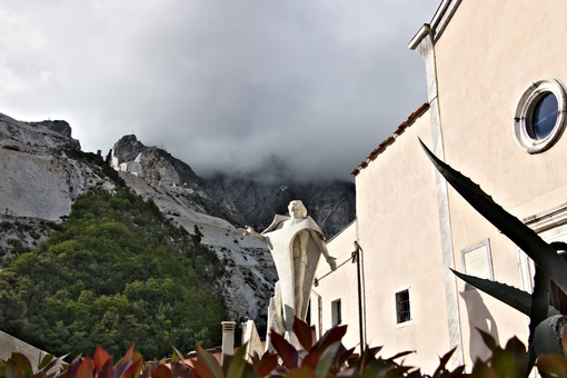 Marble quarries in Colonnata and monument to the quarryman. The town is famous for the lardo di Colonnata and for the extraction of the white Carrara marble. Colonnata, Carrara, Tuscany, Italy. - MyVideoimage.com