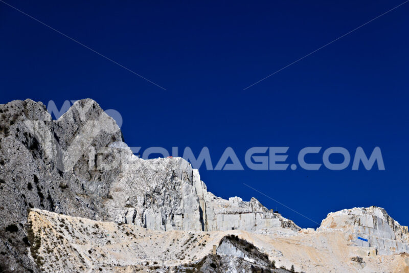 Marble quarries. Apuan Alps, Carrara, Tuscany, Italy. March 28, 2019. A quarry of - MyVideoimage.com | Foto stock & Video footage