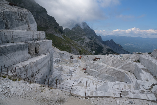 Marble quarries. White marble quarries on the Apuan Alps in Tuscany. Stock photos. - MyVideoimage.com | Foto stock & Video footage