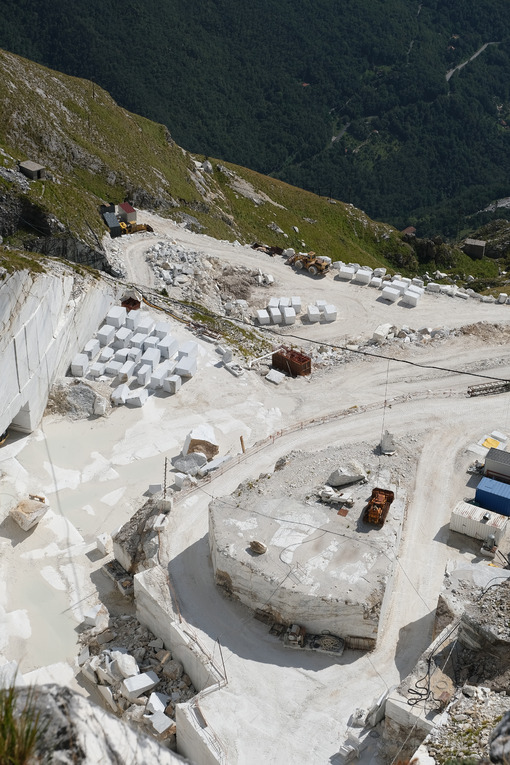 Marble quarry. White marble quarries on Monte Corchia. Stock photos. - MyVideoimage.com | Foto stock & Video footage