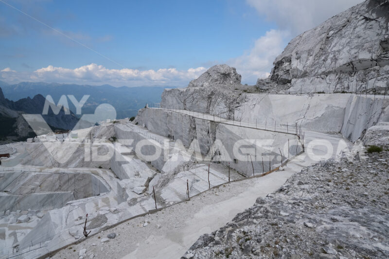 Marble quarry. White marble quarries on the Apuan Alps in Tuscany. Stock photos. - MyVideoimage.com | Foto stock & Video footage