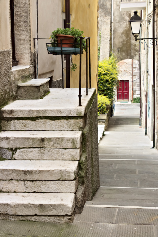 Marble staircase in Colonnata. Street of the ancient village of Colonnata, famous for the production of lard. The ancient village of white marble quarrymen is located above Carrara, in northern Tuscany. - MyVideoimage.com | Foto stock & Video footage