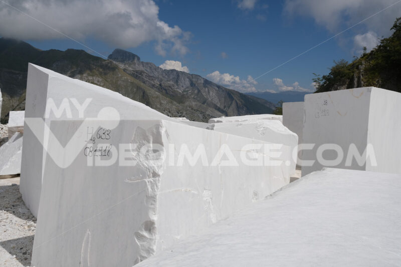 Marble warehouse near Carrara. Blocks of white Carrara marble deposited in a square near the quarries. Stock photos. - MyVideoimage.com | Foto stock & Video footage
