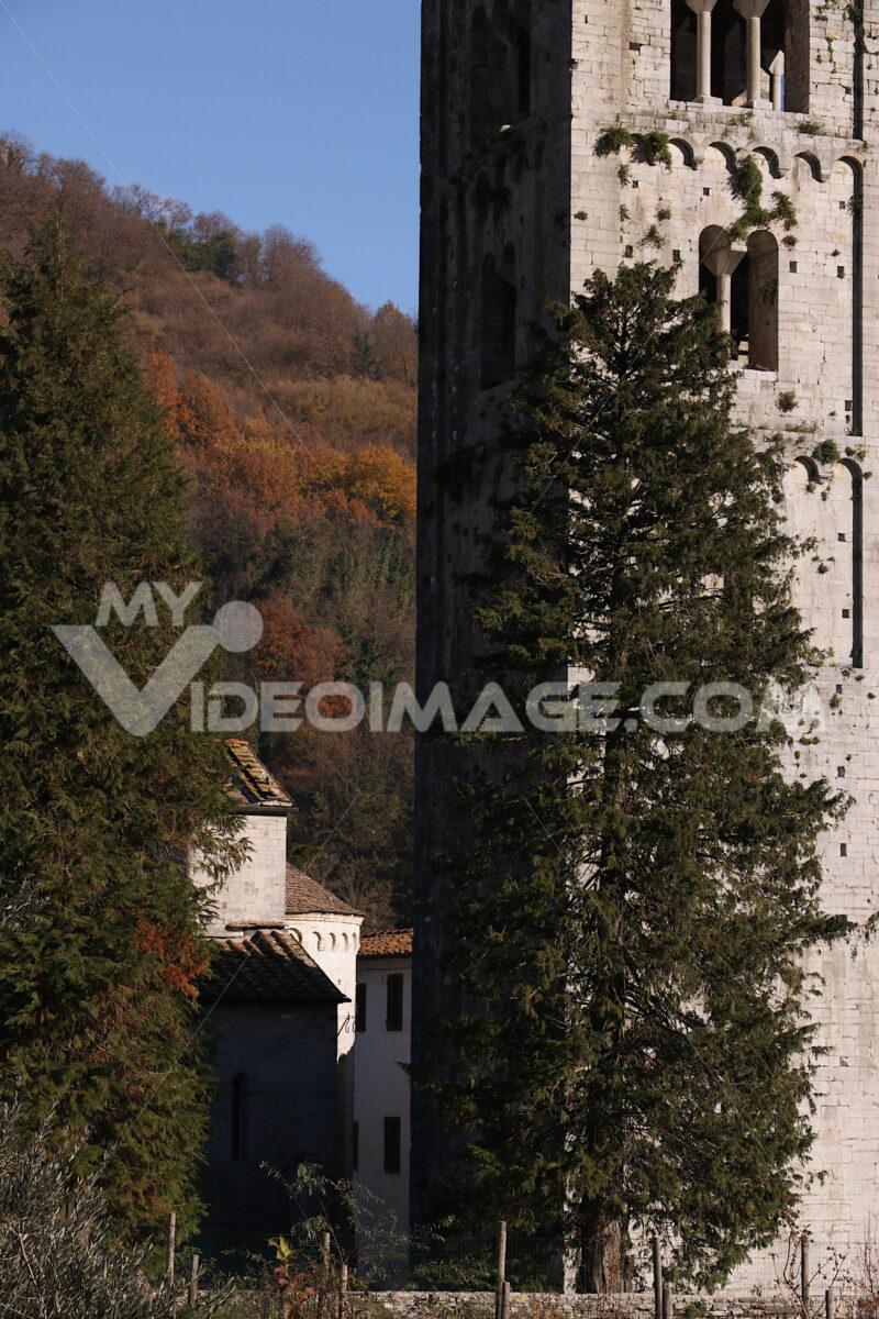 Medieval church. Church of Santa Maria Assunta, Diecimo, Lucca, Tuscany, Italy. - MyVideoimage.com | Foto stock & Video footage