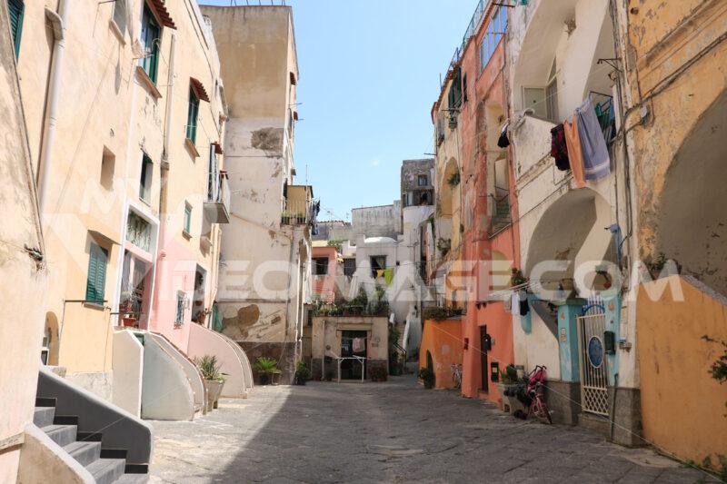 Mediterranean courtyard. Village of Procida, Mediterranean Sea, near Naples. Characterist - MyVideoimage.com | Foto stock & Video footage