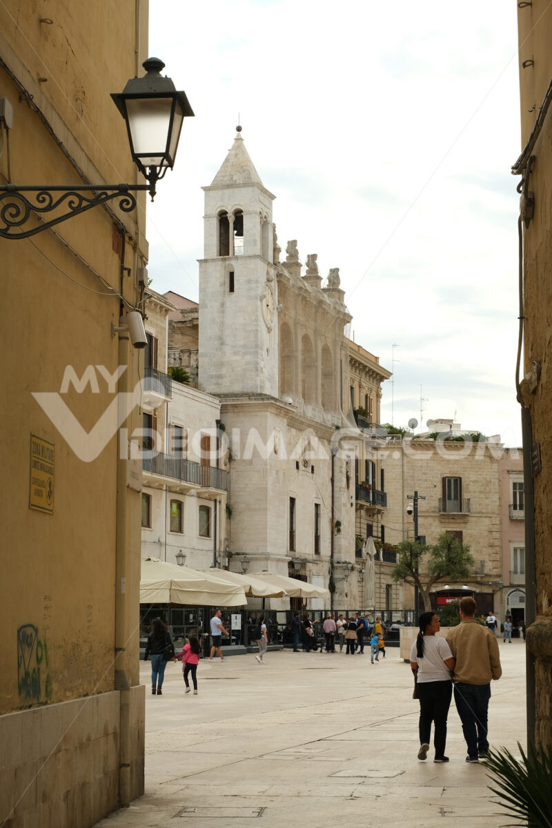 Mercantile place and decentralized clock tower built above the Palazzo del Sedile in Bari. Foto Bari photo.