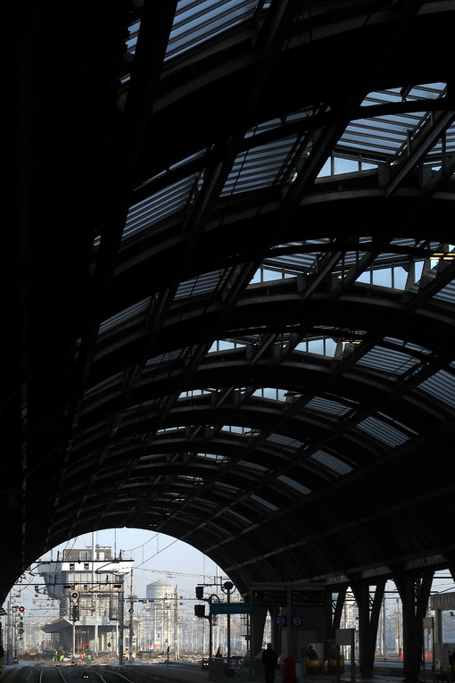 Milan, Central Station. 12/22/2016. Gallery and infrastructure - MyVideoimage.com