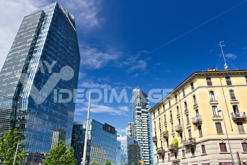 Modern buildings, skyscrapers, roads and traffic in Milano. Tower. Società. Company building. Città italiane. Italian cities.