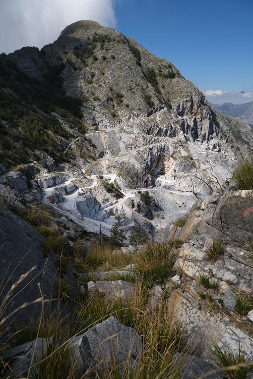 Monte Altissimo. Marble quarries under Monte Altissimo in the Apuan Alps (Lucca). - MyVideoimage.com | Foto stock & Video footage