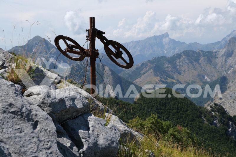 Monte Corchia, Alpi Apuane. Alpine panorama on the Apuan Alps in Alta Versilia. Monte Corchia. Foto stock royalty free. - MyVideoimage.com | Foto stock & Video footage