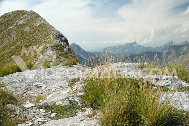 Monte Corchia, Alpi Apuane. Mountain ridge in Alta Versilia, Monte Corchia. Foto stock royalty free. - MyVideoimage.com   Foto stock & Video footage