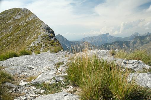 Monte Corchia, Alpi Apuane. Mountain ridge in Alta Versilia, Monte Corchia. Foto stock royalty free. - MyVideoimage.com | Foto stock & Video footage
