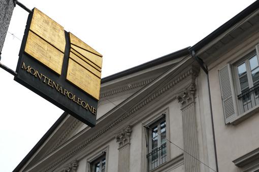 Montenapoleone. Via della moda a Milano. Bronze plaque with logo of the main street of Milan of high fashion. Milano foto. - MyVideoimage.com   Foto stock & Video footage