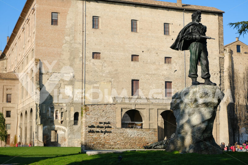 Monument to the Italian and Parthian resistance, made of bronze and placed in the square of Peace - MyVideoimage.com