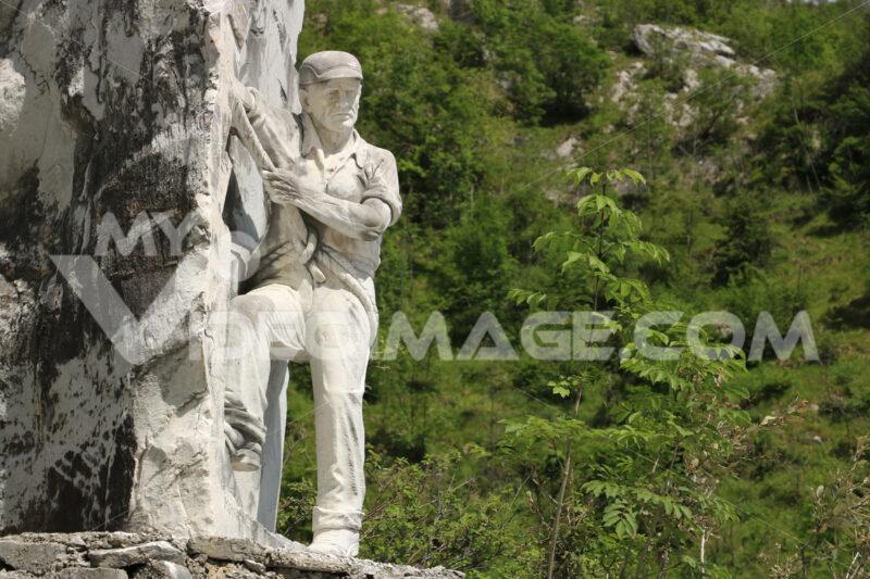 Monument to the tecchiaiolo quarryman to the Carrara marble quarrry. Toscana - LEphotoart.com