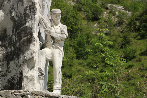 Monument to the tecchiaiolo quarryman to the Carrara marble quarrry. Toscana - LEphotoart.com