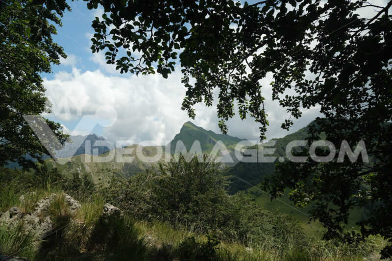 Mountain panorama. View of the mountain of Monte Sagro on the Apuan Alps. - MyVideoimage.com | Foto stock & Video footage