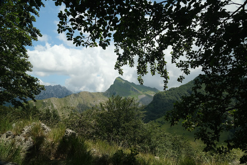 Mountain panorama. View of the mountain of Monte Sagro on the Apuan Alps. - MyVideoimage.com   Foto stock & Video footage