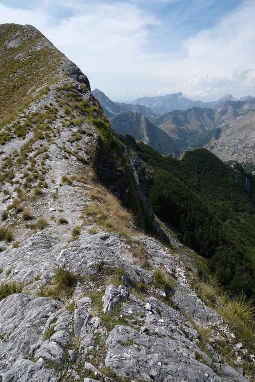 Mountain ridge in Alta Versilia, Monte Corchia. Alpine panorama on the Apuan Alps. - MyVideoimage.com | Foto stock & Video footage