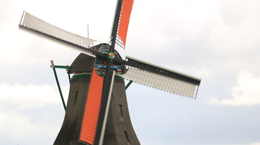 Mulini a vento olandesi. Windmills of Zaanse Schans, near Amsterdam. The structures were - MyVideoimage.com | Foto stock & Video footage