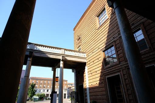Museo del violino. Cremona Violin Museum with arcade. Foto stock royalty free. - MyVideoimage.com | Foto stock & Video footage