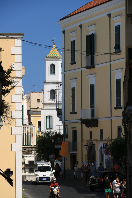 Narrow street of the small village of Ischia Ponte. In the backg - MyVideoimage.com