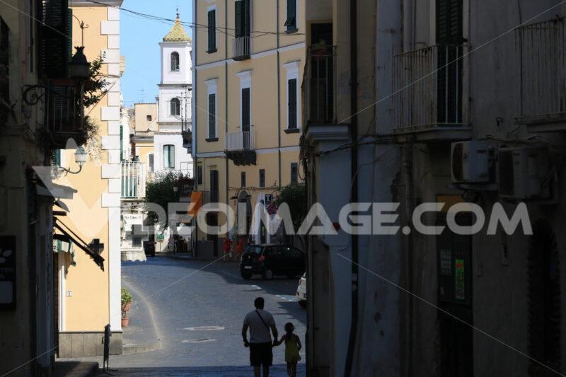Narrow street of the small village of Ischia Ponte. Foto Ischia photos.