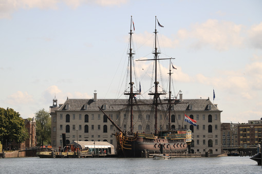 National Maritime Museum of Amsterdam and the sailing ship. Foto navi. Ships photo.