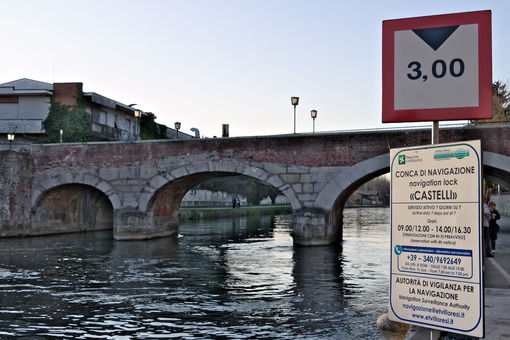 Naviglio Canal and stone bridge of the late nineteenth century. - MyVideoimage.com