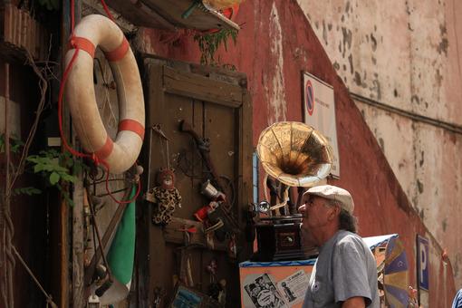 Negozio di antiquariato. Antique shop in the village of Procida, near Naples. An ancient - MyVideoimage.com | Foto stock & Video footage