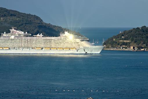 Oasis of the Seas cruise ship in the Mediterranean Sea in La Spezia. - LEphotoart.com