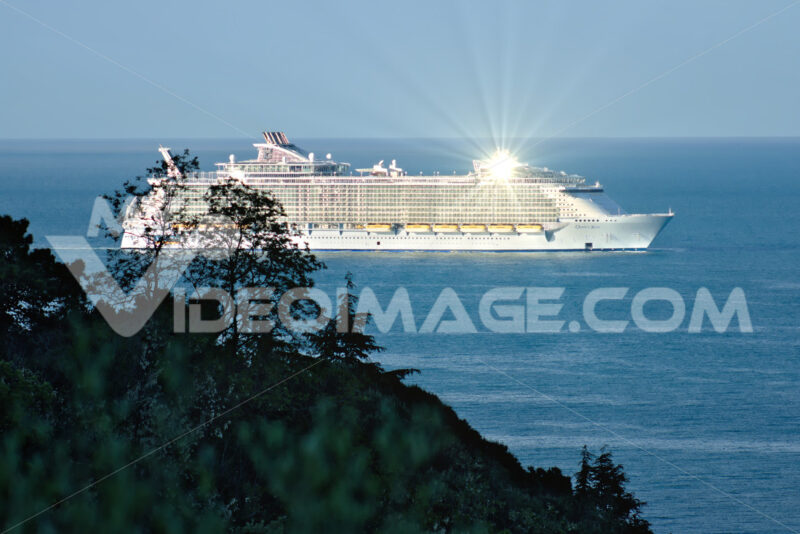 Oasis of the Seas cruise ship in the Mediterranean Sea in La Spezia. Navi - LEphotoart.com