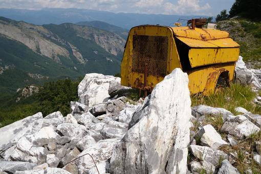 Old machinery. Environmental degradation in the mountains of Alta Versilia. Stock photos. - MyVideoimage.com | Foto stock & Video footage