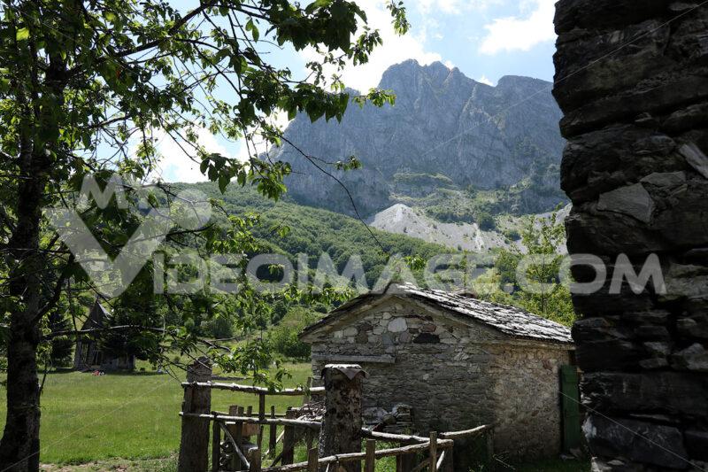 Paesaggio di montagna. Campocatino. Garfagnana. Houses in stone and white marble stones.  Campocatino, Garfagnana, Apuan Alps, Lucca, Tuscany. Italy. - MyVideoimage.com | Foto stock & Video footage