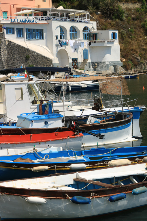 Paese di pescatori. Boats anchored in the port of Corricella on the Island of Procid - MyVideoimage.com | Foto stock & Video footage