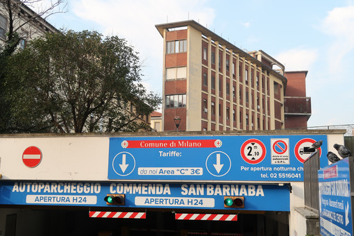 Paid underground parking for cars. Commenda, San Barnaba in Milan, near the Policlinico, Ospedale Maggiore. - MyVideoimage.com