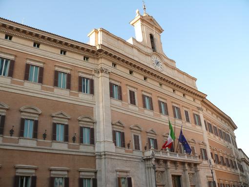 Palace of Montecitorio, seat of the Italian parliament. Roma foto. - LEphotoart.com