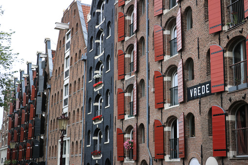Palace windows with brick façade in Amsterdam. Vrede. - MyVideoimage.com