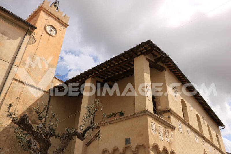 Palazzo del Podestà with bell tower and noble coats of arms and guilds. Magliano in Toscana, Maremma. - MyVideoimage.com