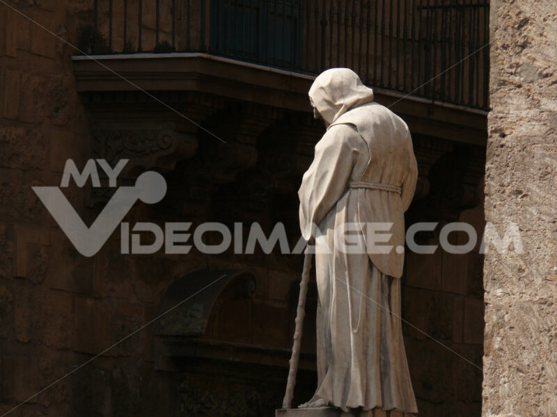 Palermo, Sicily, Italy.  Cathedral, view of the sculptures placed outside. - MyVideoimage.com
