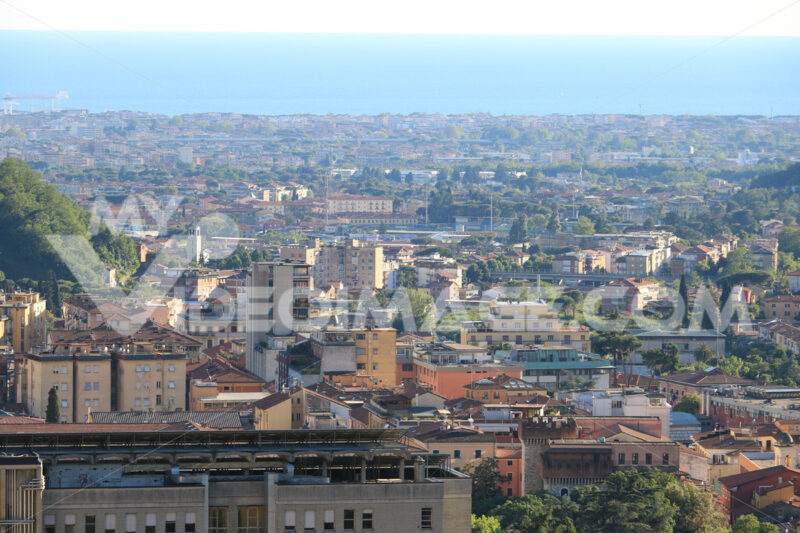 Panorama di Carrara. Panoramic view of the city of Carrara, at the foot of the Apuan - MyVideoimage.com | Foto stock & Video footage